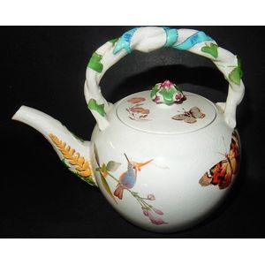An early 19th century Wedgwood teapot hand decorated with butterflies & foliage. Good condition. The measurements include the...