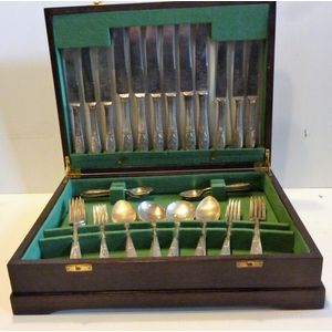 36 piece Viner & Hall cutlery canteen, all complete and in good condition, original box.
