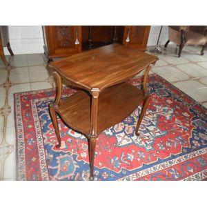 Victorian mahogany two tier occational table in great condtion