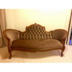 Antique double ended settee/ chaise circa 1860. Beautifully restored, superb quality with a finely carved solid walnut frame....
