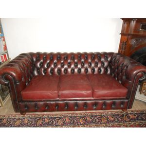 Quality vintage burgundy three seater couch in great condition full hardwood frame and semi rustic patina and character