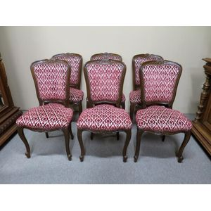 Set of 6 French walnut dining chairs in the Louis XV style. In good, original condition. Circa 1930.