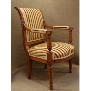 This elegant French Fauteuil t