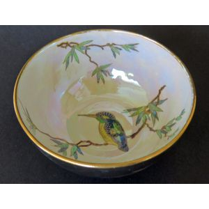 A Wiltshaw & Robinson Carlton Ware lustre decorated bowl depicting a Kingfisher on a tree branch. Circa 1922. Good condition.