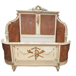 Very fine 19th century French decorated corbeille queen size bed in excellent original condition. The carved and decorated...