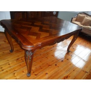 Walnut extention dining table very practical in great condition.(2700 Open)