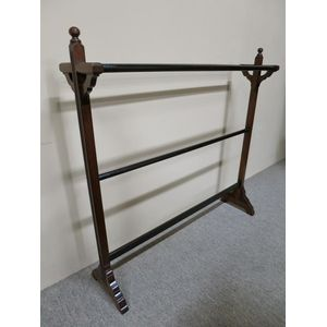 19th century English walnut towel rail. In good, detailed condition. Circa 1890.