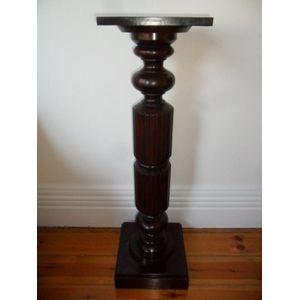 Walnut pedestal very atractive in exellent condition .