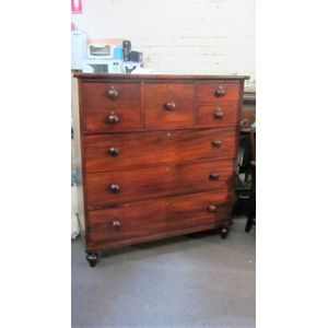 Victorian rich Tasmanian cedar chest of drawers.