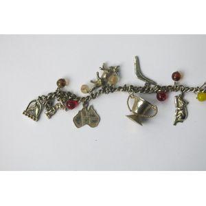 Australian themed silver charm bracelet, with Australian themes, Sydney harbor bridge, boomerang, koala etc.