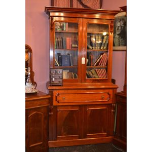 Antique Australian cedar secretaire bookcase circa 1870 in excellent restored condition. Featuring a fully fitted and tooled...