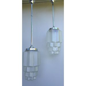 Great pair of large 1930's American deco clear/frosted glass 'beehive' skyscraper light shades. Do not see these ones very...