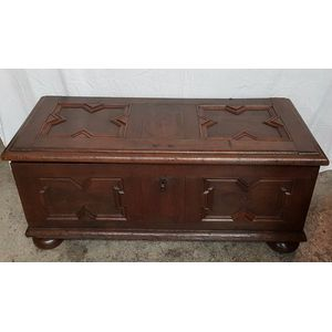 A very early Antique French oak coffer/Chest Box from original Louis XVI. Is from circa 1780's and has plenty of storage space....
