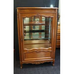 French Lxv Oak Vitrine in Rest