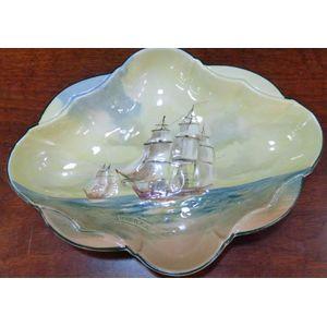 A Royal Doulton bowl or dish f