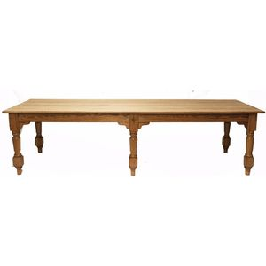 A 19th century European pine antique farmhouse dining table in very good condition. The solid 19th century plank pine top...